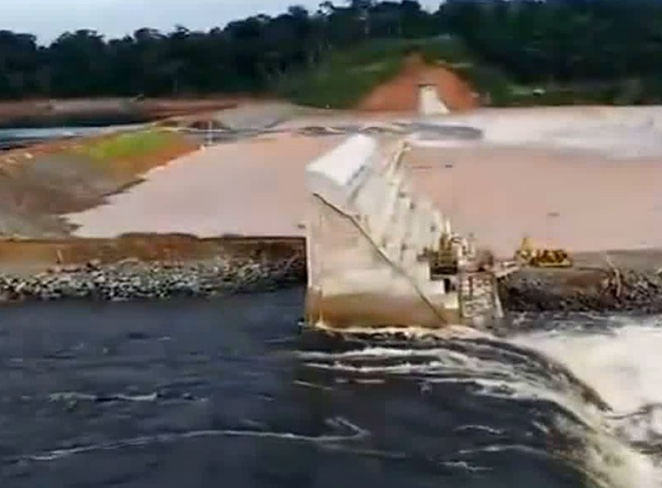 Flood due to partial detachment of dam